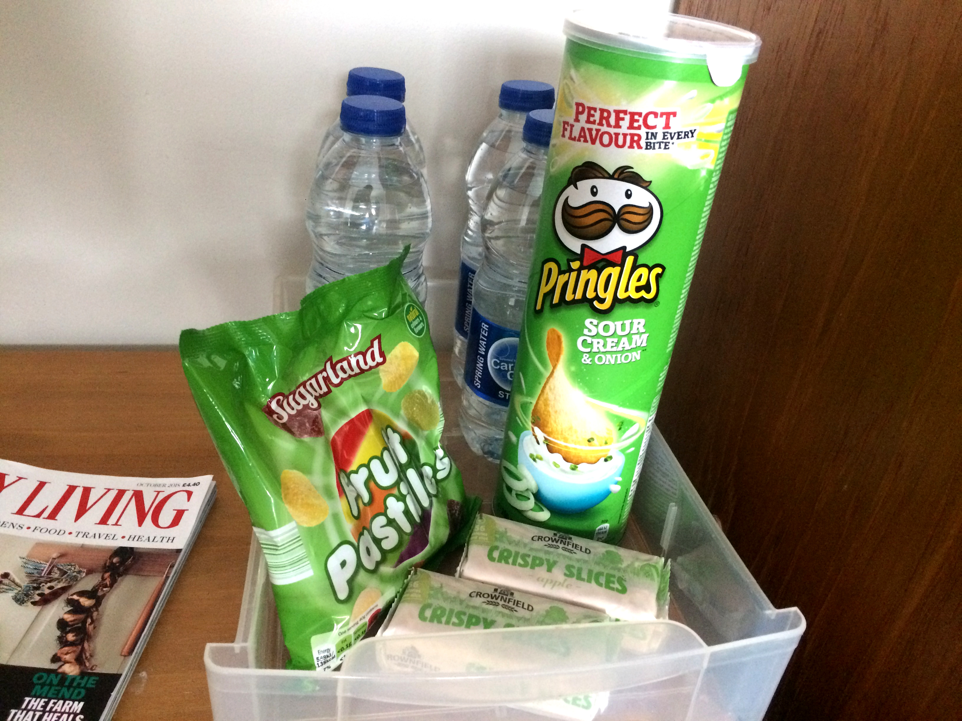 How to create an inviting guest room by a Hopeful Home. Nightstand decoration. Water, pringles, sweets and cookies for guests.