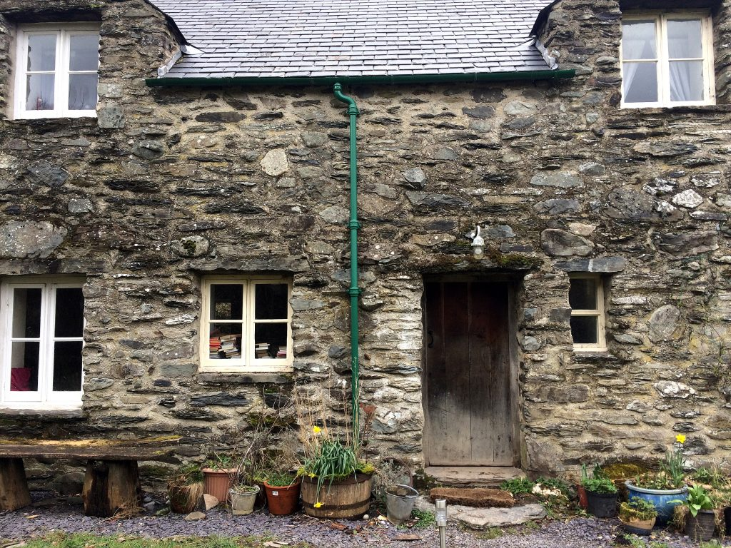 A picture of the cosy cottage in which Jenna now lives