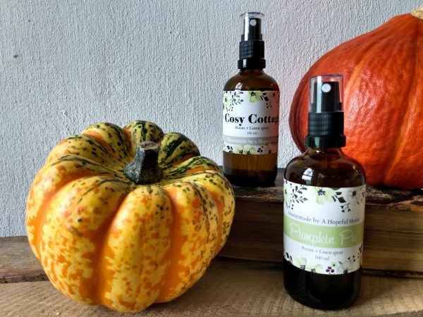 Winter sprays. Cosy Cottage Room and Linen Spray and Pumpkin Pie Spray by a Hopeful Home webshop for rustic vintage homeware.