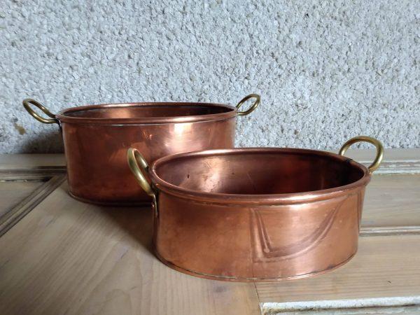Pots next to each other. Copper Pots Set / Vintage Kitchenware by a Hopeful Home webshop for rustic vintage homeware.