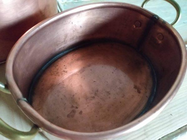 Close up smaller pot. Copper Pots Set / Vintage Kitchenware by a Hopeful Home webshop for rustic vintage homeware.