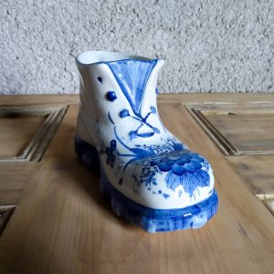 Featured image ceramic shoe planter by a Hopeful Home Webshop.