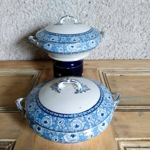 Featured image of two serving dishes by a Hopeful Home Webshop.