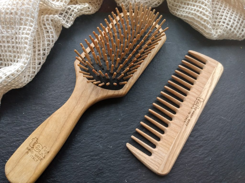 Header image tek brush and comb. Wooden hair brush review by a Hopeful Home.